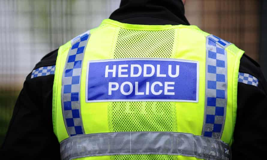 Man with 8-inch blade tried to flee from police in Llanelli