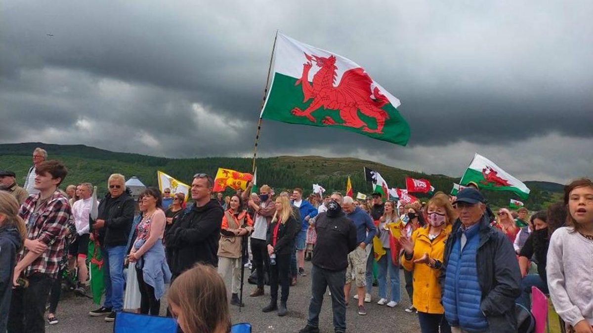 Hundreds at rally to call for action on house prices and second homes
